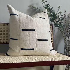 Lines White Mudcloth - White Zipper / 50cm square - unfilled