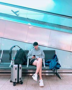 Wooooooow 🥰 my handsome oppa long legs🏃♂️😍😘❤I love you 🤗💥❤😘😍 Reposted from – fulgid-quartermaste Actors Male, New Actors, Korean Celebrities, Korean Actors, Celebs, Lee And Me, Lee Min Ho Photos, Madame Tussauds, Park Shin Hye