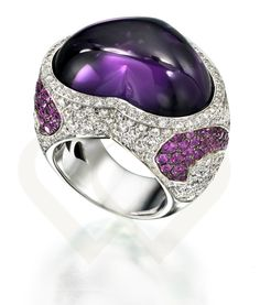 18 KT white gold ring with Amethyst and diamonds.