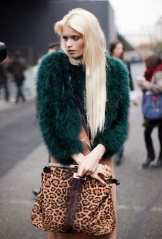 Stockholm Street Style, with handbag. Abbey Lee Kershaw, Green Fashion, Look Fashion, High Fashion, Fur Fashion, Paris Fashion, Haute Couture Style, Green Fur Coat, Green Jacket