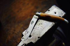Les couteaux pliants Forge de Laguiole, sont le résultat dun savoir faire authentique. Nous produisons toutes nos créations dans le village de Laguiole Retrouvez tout nos produits sur notre site Internet