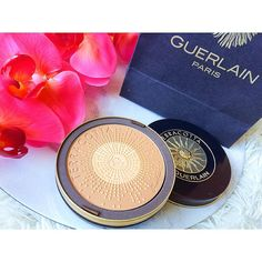 """#mulpix Regardez moi cette merveille  c'est la Terracotta """"Terra Magnifica"""" de chez @guerlain ☺️ Je la trouve magnifique, je n'ose même pas l'utiliser tellement elle est jolie  un vrai bijou ✨ Et l'odeur.. N'en parlons pas  Je ne peux que vous la recommander  Je remercie vraiment @octolyfr & @guerlain pour ce magnifique cadeau   #guerlain  #terracotta  #feelthesun  #beauty  #makeup  #summer  #beautyinfluencer  #beautyblogger  #love  #lovely"""