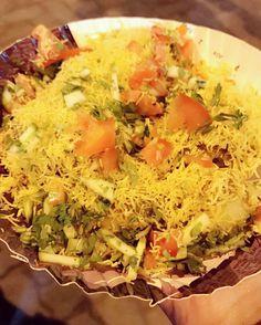 Who wouldn't like some Sev Puri post dinner?  At Vile Parle Station.  #Mumbai #MumbaiFood #Mumbaiyaa #MumbaiSpecial #HappyFatGirls #TheFoodStory #TheFoodDiary #ESDR #EatSleepDrinkRepeat