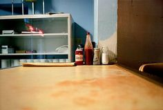 william egglestone  Motivos cotidianos Bloques/ cubos uso del color Persectiva Mesa/Tablero