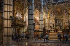 Siena: Interno del Duomo - l'Altare Maggiore e l'Organo Foto di jay