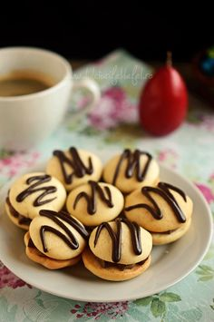 Paleuri cu crema Sweets Recipes, Cooking Recipes, Jacque Pepin, Christmas Cookies, Mousse, Delicious Desserts, Goodies, Baking, Breakfast