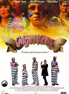 Çılgın Kamp Yerli Film izle - Aynı mahallede yaşayan fakat arları pek de iyi olmayan iki arkadaş grubu, soluğu çılgın maceraların geçtiği bir yaz kampında almaya karar verir.