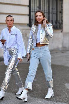 The Best Street Style from Beginning of Paris Fashion Week Paris Fashion Week Day 2 Luisa Spagnoli at Milan Fashion Week Spring 2020 The Best Street S Urban Fashion, Look Fashion, Trendy Fashion, Fashion Trends, Off White Fashion, Metallic Fashion, Young Fashion, Trendy Style, Petite Fashion