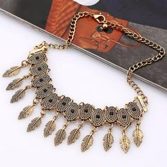 Alloy Oval Leaf Choker Necklace