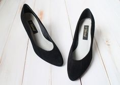 SIZE 9 Vintage Black Genuine Leather Wavy Pumps by 601VINTAGE on Etsy