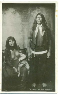 MOHAVE Family, early I think the man is Bluebird, posing with his wife & child Native American Photos, Native American Tribes, Native American History, Breastfeeding Pictures, Breastfeeding Art, Madonna, Native Indian, Women In History, Mother And Child