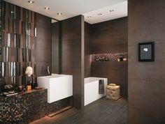 carrelage salle de bains marron à motifs brillants et belle mosaïque