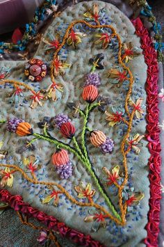 Wonderful Ribbon Embroidery Flowers by Hand Ideas. Enchanting Ribbon Embroidery Flowers by Hand Ideas. Silk Ribbon Embroidery, Embroidery Applique, Embroidery Stitches, Embroidery Patterns, Crazy Patchwork, Crazy Quilting, Blog Couture, Fabric Hearts, Brazilian Embroidery