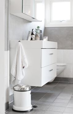 Give your bathroom some love and the professional treatment with these easy DIY tips, tricks and cleaning solutions.