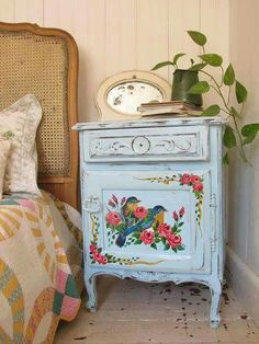 ~ Bluebird folk art. I'm painting one just like this for the new house. Adore.