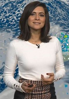 Itv Weather Girl, Weather Girl Lucy, Hottest Weather Girls, Sexy Older Women, Sexy Women, Kirsty Gallacher, Tv Girls, Holly Willoughby, Most Beautiful Women