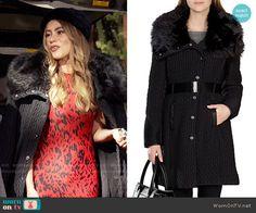 Gloria's black fur collar coat on Modern Family.  Outfit Details: http://wornontv.net/54845/ #ModernFamily