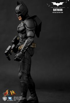 """""""Batman - The Dark Knight (2008)"""" 1/6th Scale Collectible Figurine by HOT TOYS (Hong Kong) 