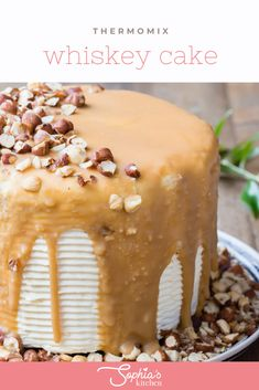 This super gorgeous Thermomix whiskey cake is one of the best desserts I have ever had. The recipe is very easy and perfect for birthday parties. Whiskey Chocolate, Salted Caramel Chocolate, Chocolate Cake, Fun Desserts, Dessert Recipes, Smooth Icing, Whiskey Cake, Round Cakes, Cake Tins