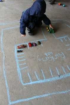 Such an awesome rainy day activity for preschoolers!  Activities like this make we long for rainy spring days!