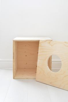 Free outdoor woodworking plans woodworking accessories,woodworking schools online wood projects and plans,diy projects kitchen cabinets making plywood cabinets. Wooden Cat House, Cat House Diy, Wooden Bird Feeders, Diy Bird Feeder, Cat House Plans, Diy Cat Tree, Cat Trees, Cat Cube, Dog Furniture