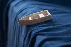 Une barque dans une aventure coton
