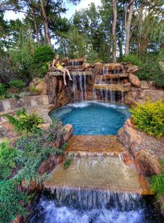 Insanely Cool Lazy River Pool Ideas in Home Backyard Small Backyard Pools, Backyard Water Feature, Backyard Pool Designs, Swimming Pools Backyard, Swimming Pool Designs, Water Falls Backyard, Hot Tub Backyard, Backyard Pool Landscaping, Luxury Swimming Pools