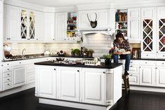 Znalezione obrazy dla zapytania kjøkken Kitchen Dining, Kitchen Island, Kitchen Cabinets, Traditional, Design, Home Decor, Vit, Interior Ideas, Google