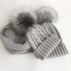 Зимний комплект: шапка с косами и снуд. 100% мериносовая шерсть, помпон Чернобурка Winter Hats, Knitting, Fashion, Moda, Tricot, Fashion Styles, Breien, Stricken, Weaving