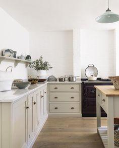 Love the color - Taupe Kitchen Design Ideas 23 Taupe Kitchen, New Kitchen, Kitchen Dining, Kitchen Decor, Kitchen Cabinets, Kitchen Lamps, Stylish Kitchen, Base Cabinets, Devol Kitchens