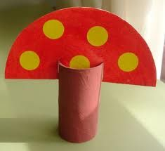 manualitats tardor - Cerca amb Google St Patrick's Day Crafts, Crafts For Kids To Make, Preschool Crafts, Fun Crafts, Art For Kids, Arts And Crafts, Toilet Paper Roll Crafts, Cardboard Crafts, Fish Activities