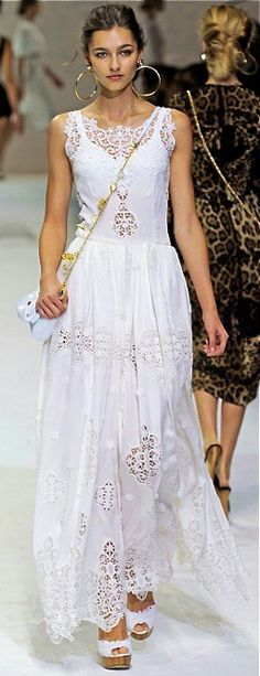 Celebrities who wear, use, or own Dolce & Gabbana Spring 2011 RTW Eyelet Lace Gown. Also discover the movies, TV shows, and events associated with Dolce & Gabbana Spring 2011 RTW Eyelet Lace Gown. Runway Fashion, Boho Fashion, Fashion Show, Womens Fashion, Trendy Fashion, Milan Fashion, Fashion Clothes, Street Fashion, Fashion Dresses