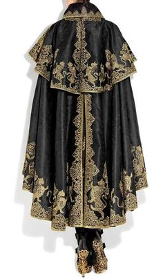 Special Garb: Couture - The Inspiring Embroidery of Alexander McQueen Cool Outfits, Fashion Outfits, High Fashion, Womens Fashion, Character Outfits, Mode Inspiration, Character Inspiration, Costume Design, Alexander Mcqueen