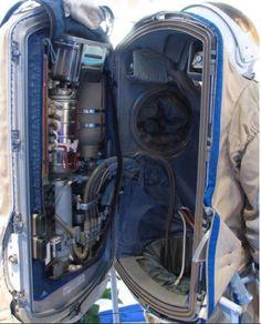 Esse é o interior de uma roupa de astronautas! Você imaginava que tinha tantos detalhes assim? DEMAIS!