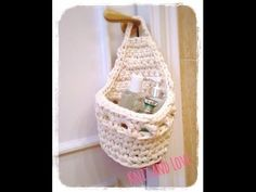 Canasta colgante organizadora tejida en crochet XL en trapillo (Crochet hanging basket tutorial) - YouTube Crochet Crafts, Crochet Projects, Free Crochet, Knit Crochet, Knitting Yarn, Baby Knitting, Crochet Pencil Case, Caron Yarn, Cotton Cord