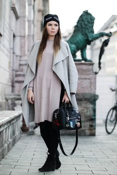 Winter Look: Kaschmir Pulli, grauer Mantel, Beanie, Patches Tasche