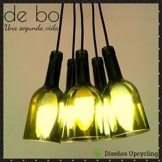 Lámpara Racimo: creada con 5 botellas de color verde, con florón de madera recuperada de pallest. Ceiling Lights, Lighting, Pendant, Color, Home Decor, Green, Wood, Decoration Home, Room Decor