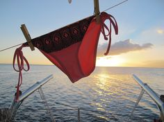 out to dry! One of our favorite Roxy Summer suits enjoying the Tahitian sunset