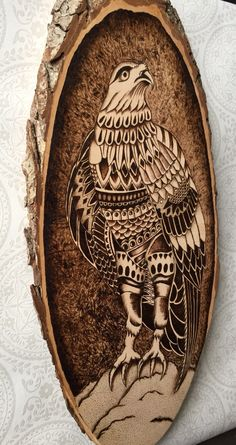 Wood burned bird of prey. Pyrography, Zentangle style Hawk on a Basswood tree slice. Hand created by TimberleePyrography door TimberleePyrography op Etsy https://www.etsy.com/nl/listing/242126766/wood-burned-bird-of-prey-pyrography