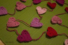 Вязаная крючком гирлянда из сердечек