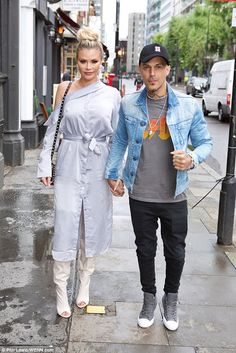 FOW 24 NEWS: Chloe Sims of TOWIE and 5ive star Abz seem Happy i...