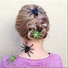 braided bun hairstyle with giant spiders - such an easy way to make a Halloween hairstyle, just add accessories! Halloween Themed Food, Halloween Themes, Braided Bun Hairstyles, Cute Hairstyles, Halloween Hairstyles, Wacky Hair Days, Halloween Spider, Creative Hairstyles, Crazy Hair