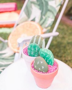 How fun are these kid friendly cacti from our recent ode to summer shindig?! Or adult friendly, if you're like me and can't keep anything alive (leftovers currently THRIVING in my patio ) #blackthumb  Photo: @landb_photography Planning + styling: @deetsandthings