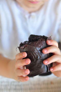 Gorące czekoladowe babeczki z mlekiem // Warm chocolate muffins with milk
