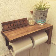 毎日使うからこそ、トイレは便利で落ち着けるような空間にしておきたいですよね。定番の壁紙や床のアレンジのほか、手作りのトイレットペーパーホルダー、最近人気のタンクレストイレのDIY方法まで様々なアイデアを集めました。お家のトイレのワンラクアップを目指しましょう!