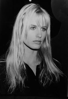 """On the set for """"KillBill"""" at the time, Daryl Hannah was continually harassed by Weinstein. He even forced his way into her hotel room at one point and repeatedly asked sexual questions. Daryl Hannah, Beautiful People, Beautiful Women, Super Soldier, Blade Runner, Celebs, Celebrities, Photography Women, Vintage Beauty"""
