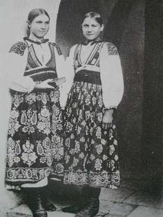 Liptovská Osada village, Liptov region, Central Slovakia. Folk Costume, Costume Dress, Vintage Pictures, Vintage Images, Simply Beautiful, Traditional Outfits, Old Photos, Folk Art, Culture