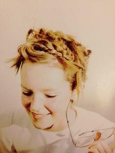 cute hair. ++ via fudge magazine