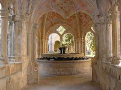 Fuente del claustro de la Abadía de Poblet, Catlunya. -Arquit.Cisterciense -19