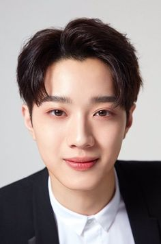 Lai Guan Lin is a Taiwanese singer under Cube Entertainment and YMC Entertainment. Chinese Tv Shows, Korean Tv Shows, Cha Eun Woo, Seo Kang Jun, I Live Alone, Cute Korean Boys, Guan Lin, Lai Guanlin, Kdrama Actors